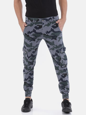 Sports52 wear Men Grey & Green Tailred Fit Printed Cargos Sports52 wear Trousers at myntra
