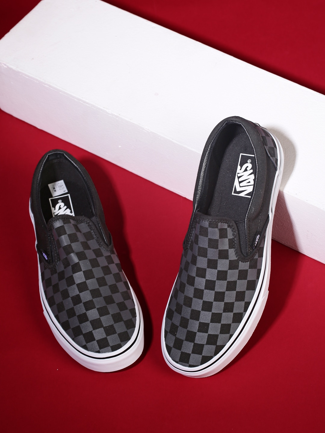 e5610a7655c Vans vn0004q9blk1 Unisex Black Printed Classic Slip On Sneakers- Price in  India