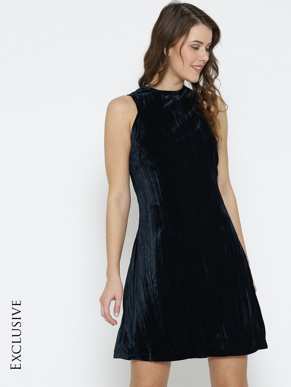 46984b11a0231 Buy COVER STORY Women Maroon Solid Velvet Finish Bodycon Dress ...