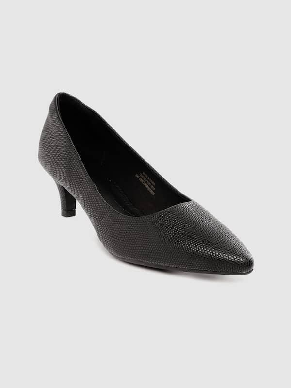 womens black pumps size 5