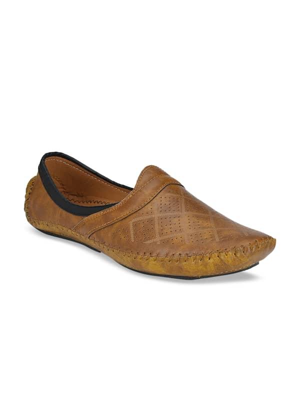 Buy Mojari Shoes online in India