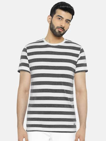 8e0cb69f4d UCB T-shirt - Buy United Colors of Benetton T-shirts for Men & Women