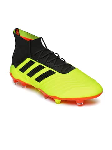 Football Shoes - Buy Football Studs Online for Men   Women in India d303bbb81