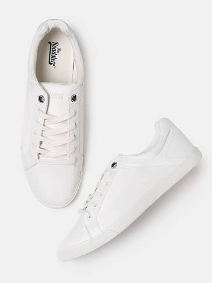 d3c1f61e816 Sneakers Online - Buy Sneakers for Men   Women - Myntra