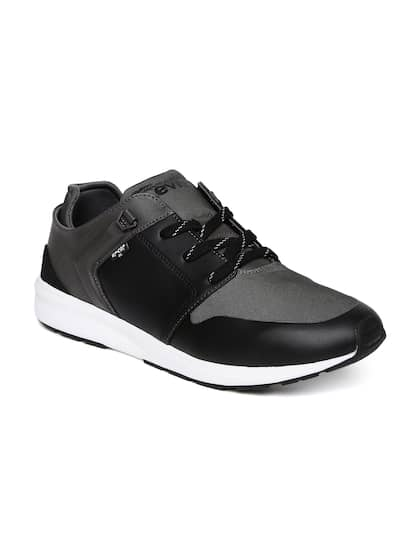 Levis Men Black & Charcoal Grey Mesh Mid-Top Black Tab Runner Sneakers