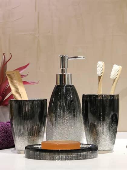 Shresmo. Set of 4 Bath Accessories