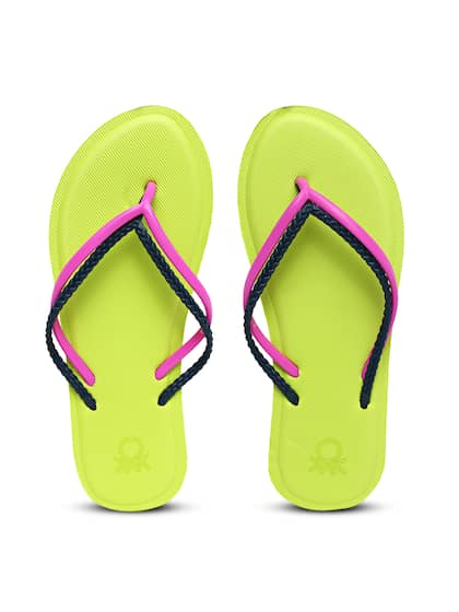 6a41a1fbebd2d5 United Colors of Benetton. Women Solid Thong Flip-Flops