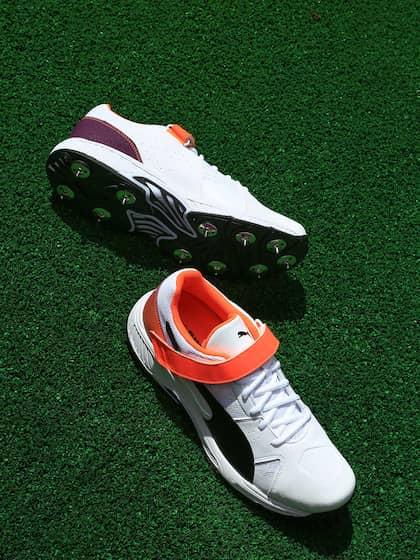 Puma Men White evoSPEED 18.1 cricket Bowl Sports Shoes 7a3932773