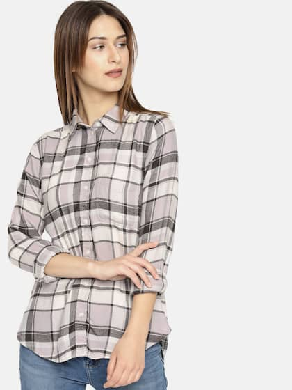 6a13952b2d AMERICAN EAGLE OUTFITTERS. Boyfriend Fit Checked Shirt