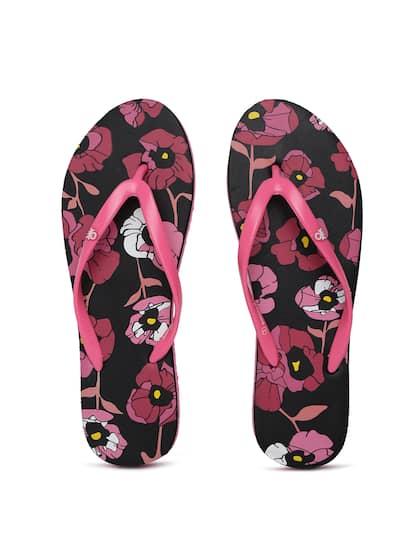 0eca37d7e7533f United Colors of Benetton. Women Solid Thong Flip-Flops