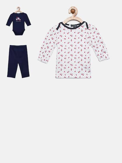 a35de773ee3 Girls Clothing Set- Buy Clothing Set for Girls online in India