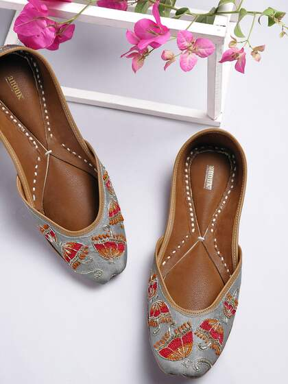 4d52e4eb7510 Ladies Sandals - Buy Women Sandals Online in India - Myntra