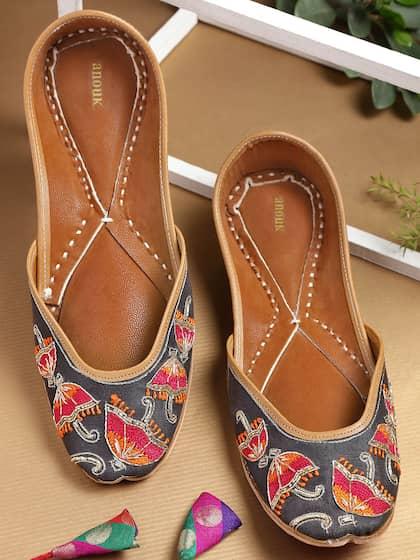 696883a185ef Ladies Sandals - Buy Women Sandals Online in India - Myntra