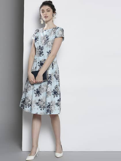 6dd1f211388 DOROTHY PERKINS Women Blue Floral Print Fit and Flare Dress