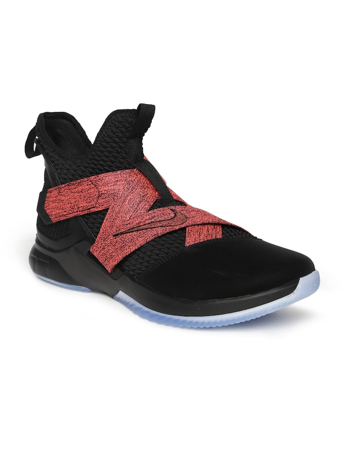 the best attitude 9fea1 a15bd Nike Men Black & Pink Lebron Soldier XII Mid-Top Basketball Shoes