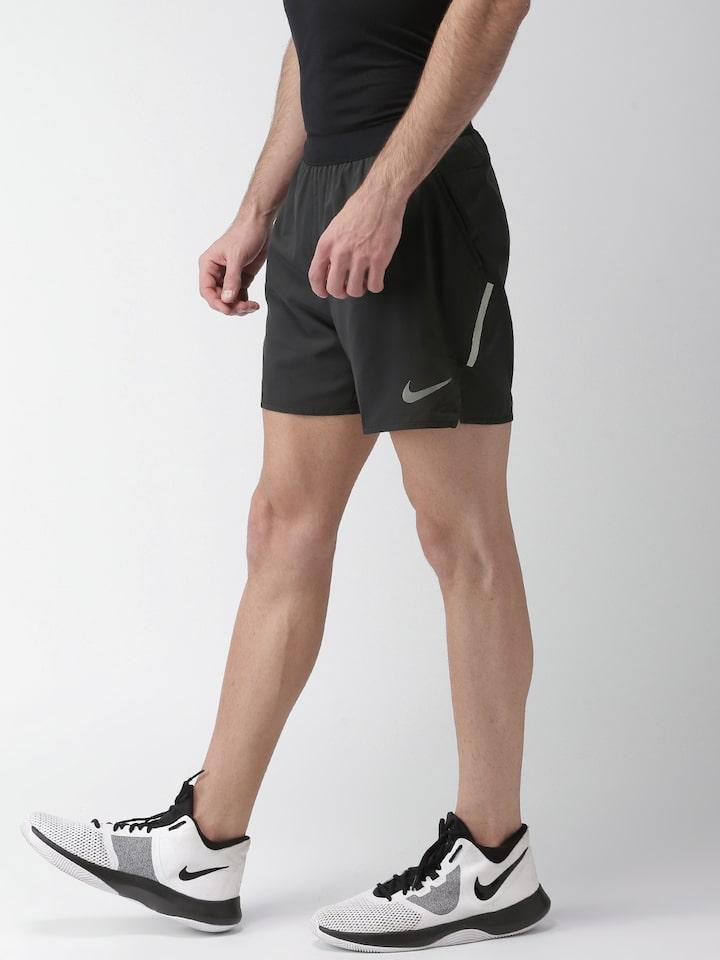 Dos grados Aliado con las manos en la masa  Buy Nike Men Black Solid Standard Fit Flex Stride DRI FIT Running Shorts -  Shorts for Men 6814059 | Myntra