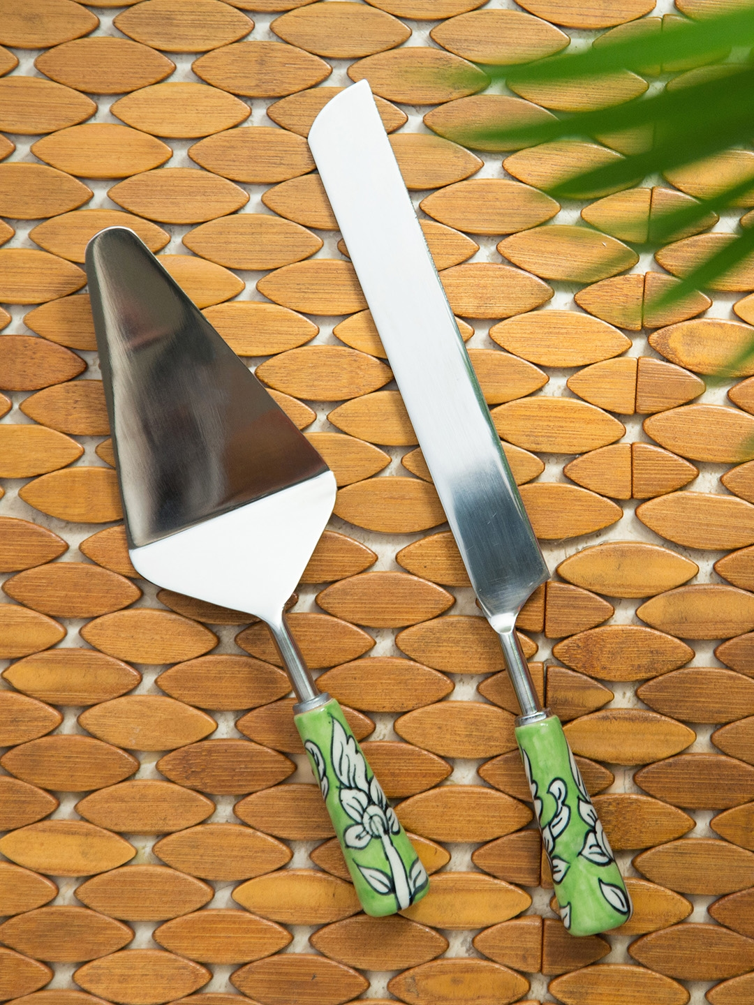 ExclusiveLane Silver Toned 2 Pieces Hand Painted Stainless Steel Cake Server   Knife Set