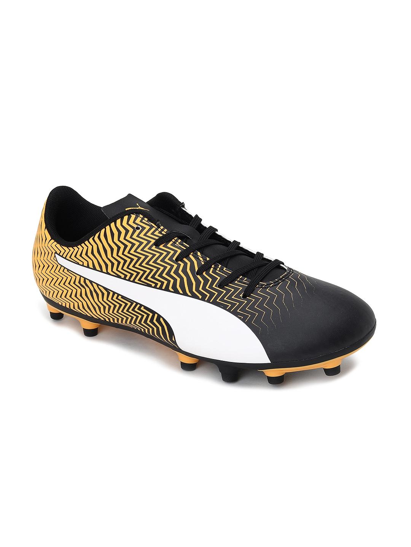 Puma Men Yellow Football Shoes