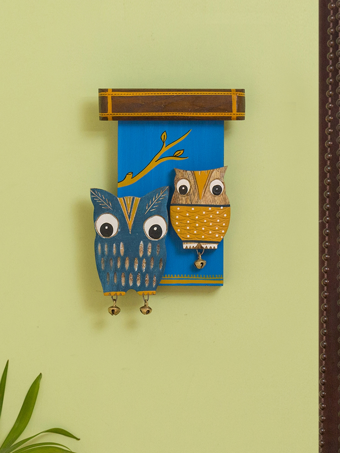 ExclusiveLane Blue Owl Siblings Wooden Wall Decor