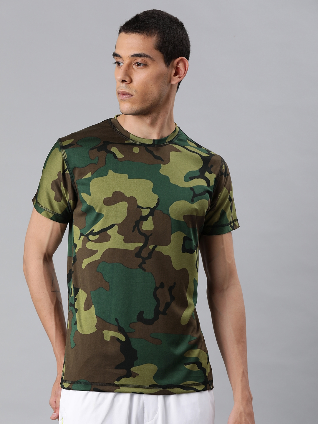 VEIRDO Men Olive Green Camouflage Printed Round Neck T shirt
