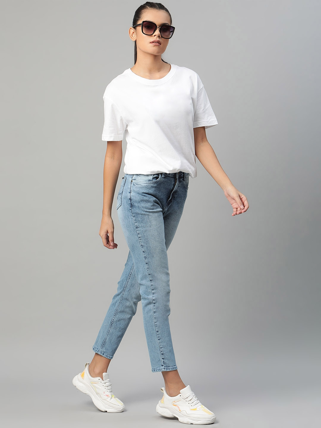 Roadster Women Blue Slim Fit Light Fade Stretchable Cropped Jeans