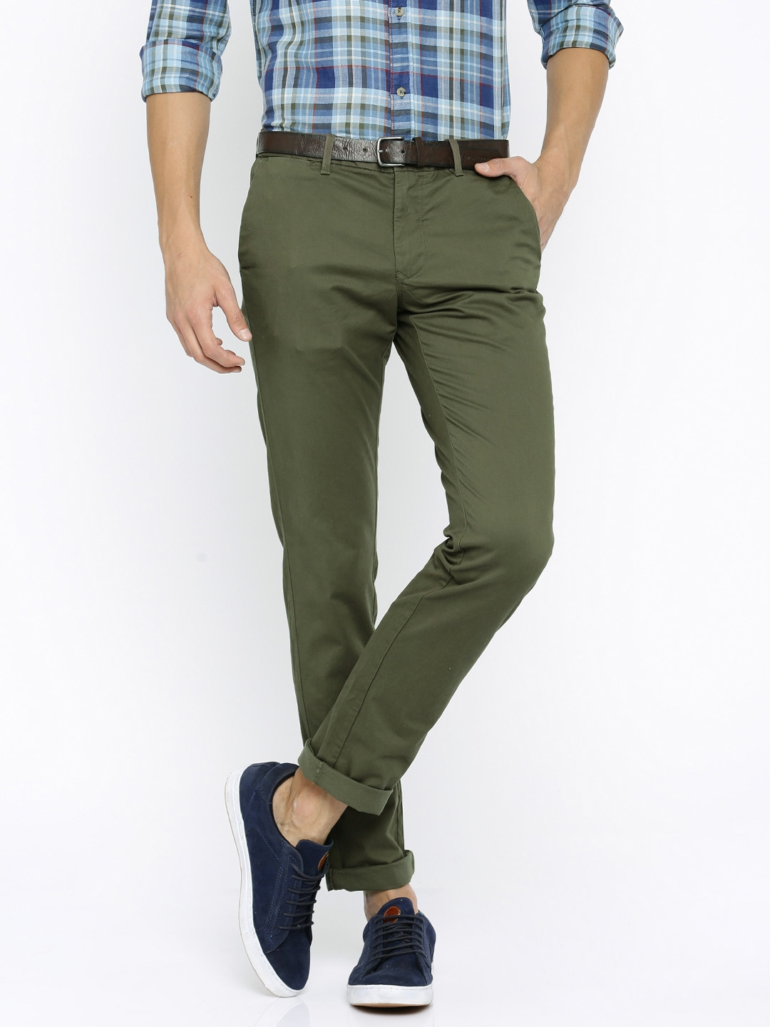 53796e6a70dcd1 Indian Terrain Men Olive Green Solid Brooklyn Slim Fit Chino Trousers with  Belt