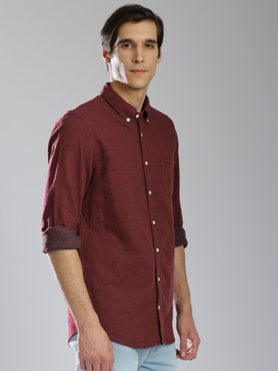 415ff124 Buy Tommy Hilfiger Men Maroon Regular Fit Solid Casual Shirt ...
