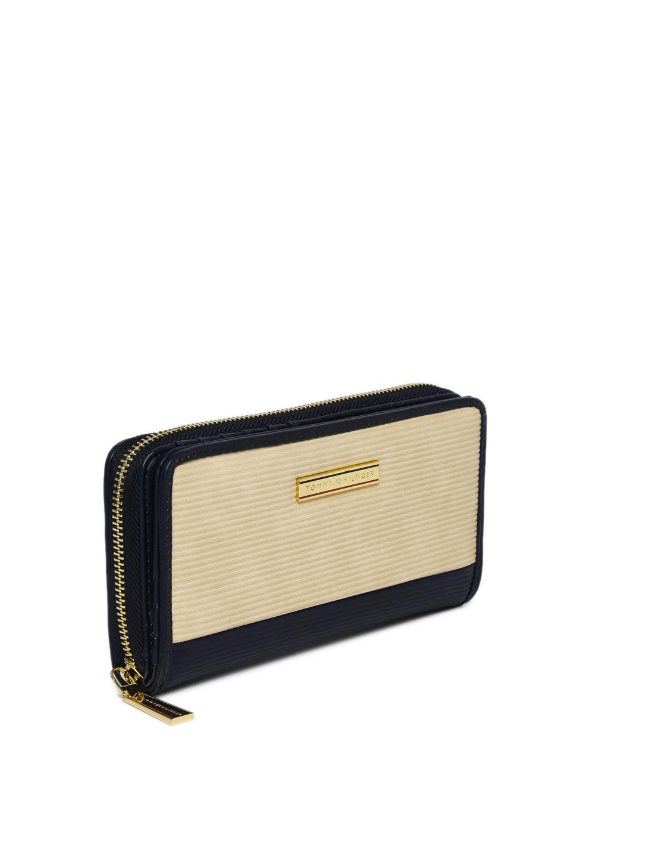 0e1fc20646a Buy Tommy Hilfiger Women Navy Blue & Beige Colourblocked Two Fold ...