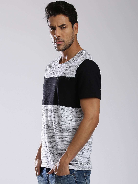 eee8476b2c0d Buy GUESS Men Off White & Black Colourblocked Round Neck T Shirt ...