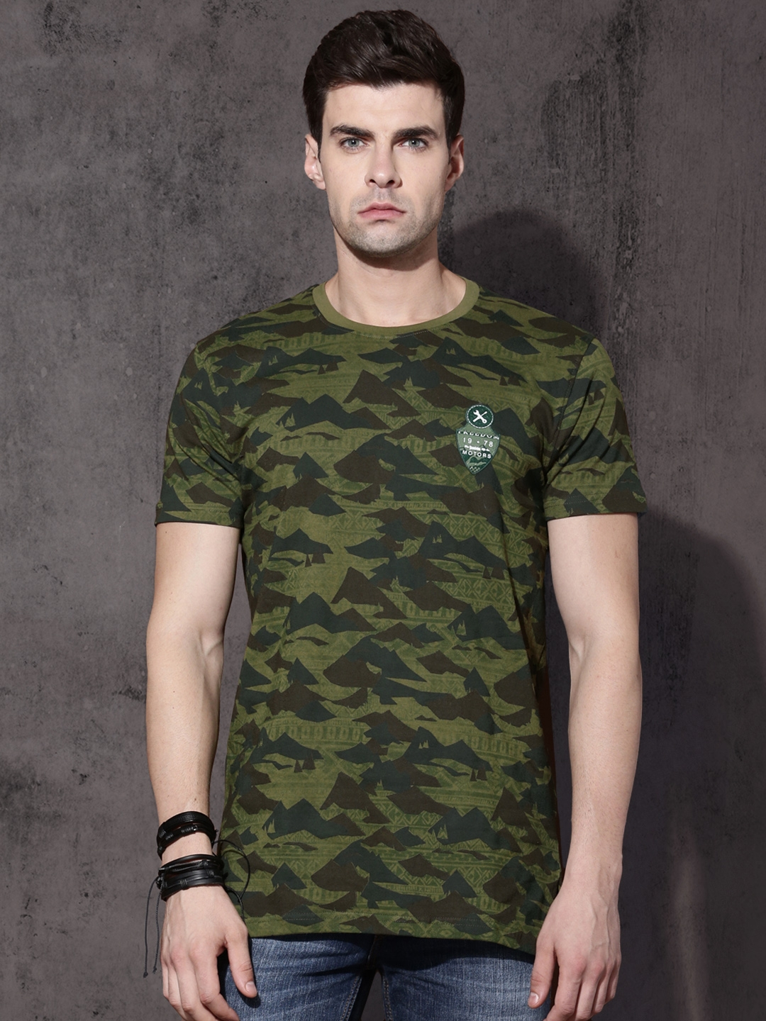 8f1e6aa1 Buy Roadster Men Olive Green Camouflage Print Round Neck T Shirt ...