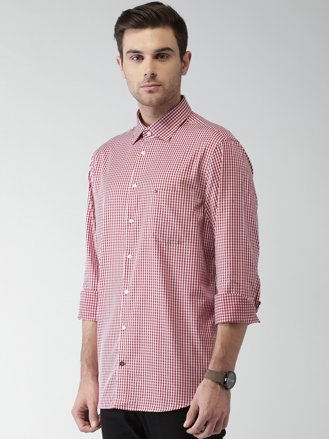 ee2ca628 Buy Tommy Hilfiger Men Red & White Tailored Fit Checked Formal Shirt ...