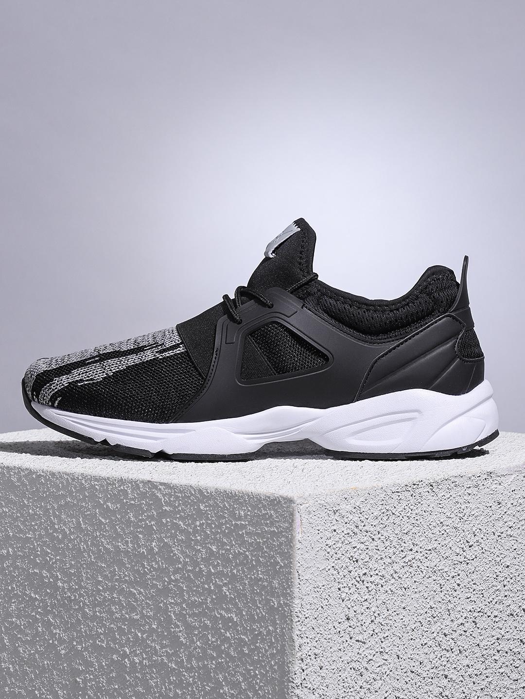 7c983bbb4 HRX by Hrithik Roshan Men Black Street Run Running Shoes. Best Price  ...