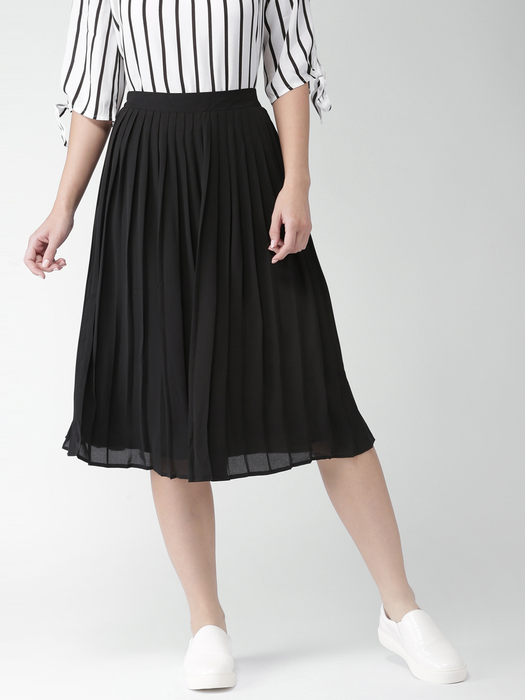 78d78964a8ff Buy FOREVER 21 Black Midi Flared Skirt With Accordion Pleats ...