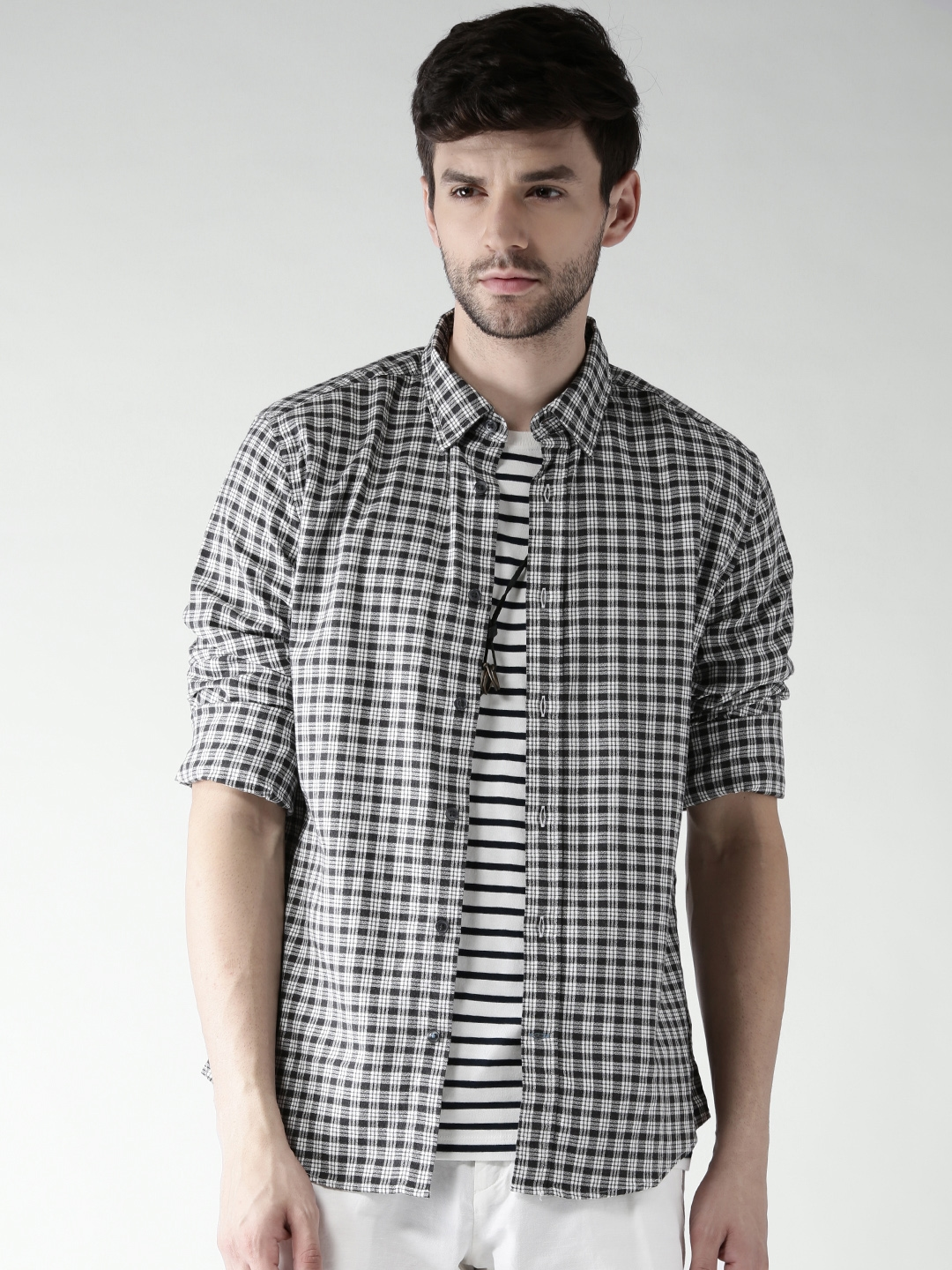 5a2372c9 Tommy Hilfiger Men Charcoal Grey & White Checked Custom Fit Casual Shirt