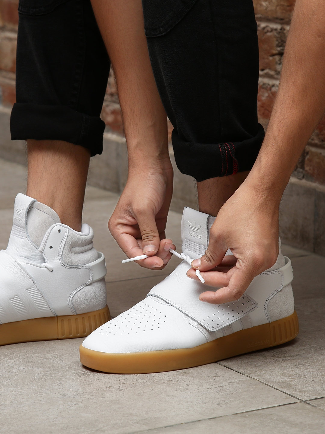 2fe09934c ADIDAS Originals Men White Tubular Invader Strap Mid-Top Leather Sneakers