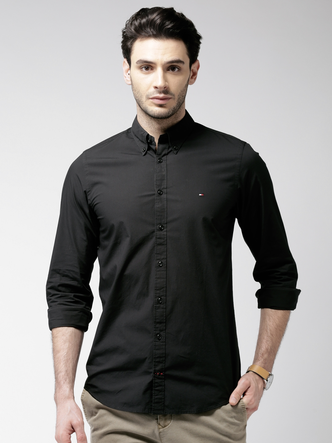 21974e56 Buy Tommy Hilfiger Men Black Newyork Regular Fit Solid Casual Shirt ...
