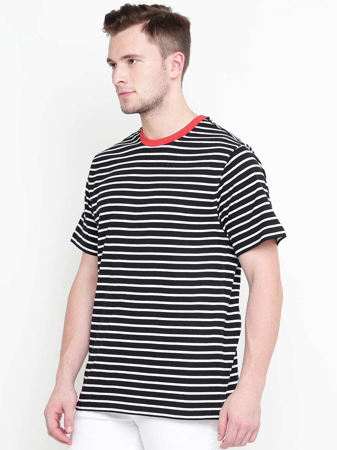 a3f91bc55eb1 Buy FOREVER 21 Men Black & White Striped Round Neck T Shirt ...