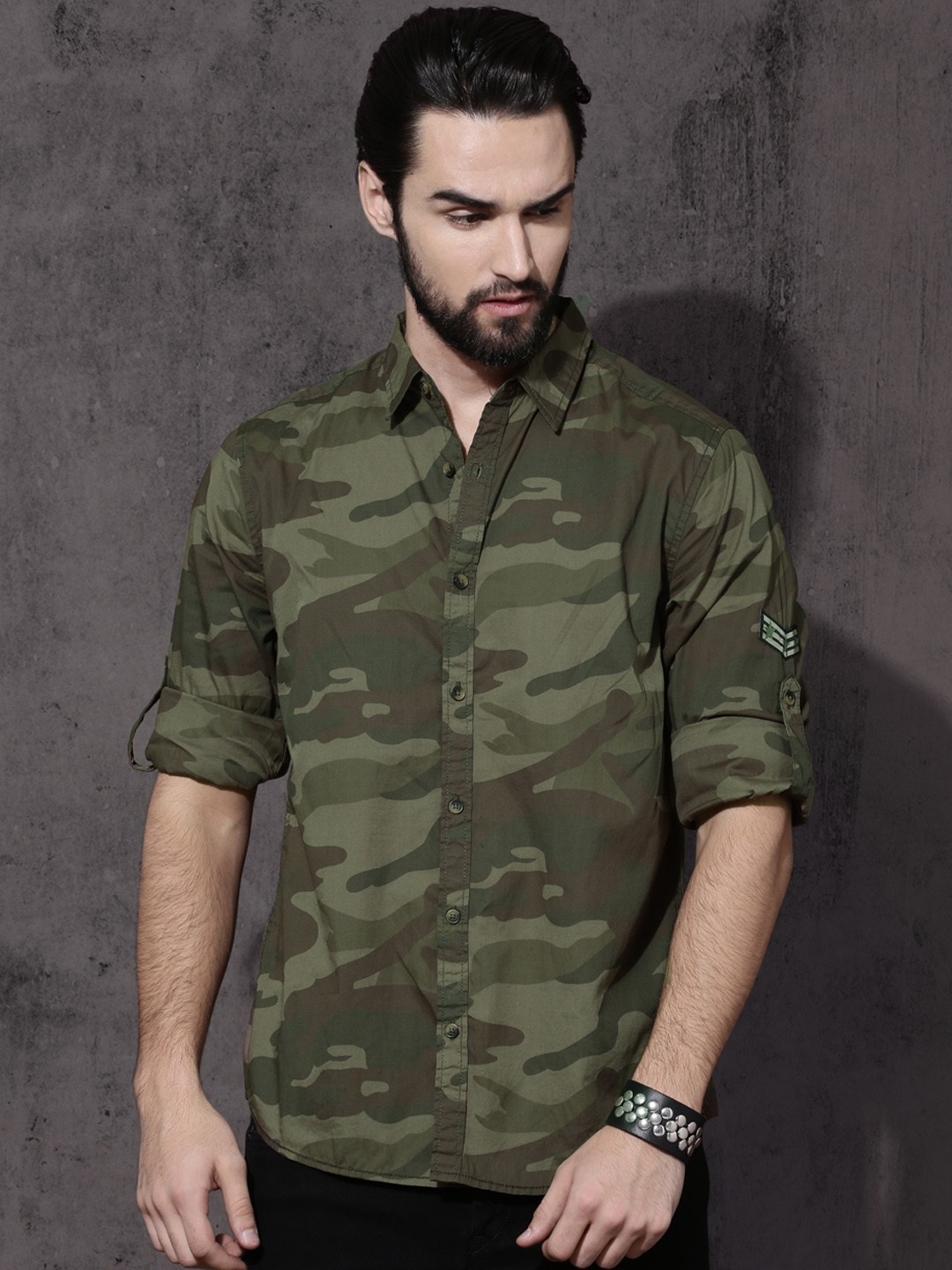3cd241354 Buy Roadster Men Olive Green Camouflage Print Regular Fit Casual ...