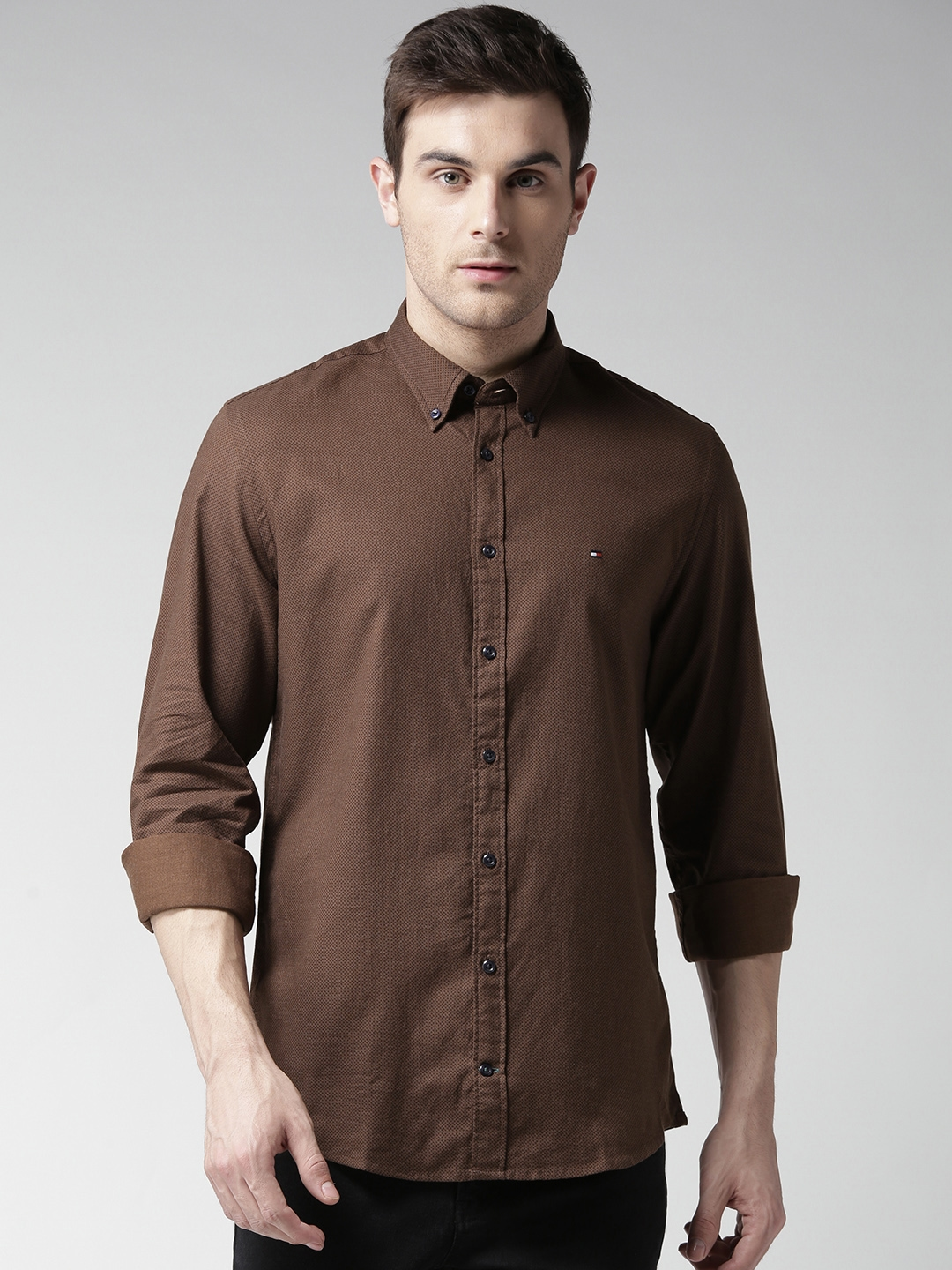 de157802 Tommy Hilfiger Men Coffee Brown & Black New York Fit Printed Casual Shirt