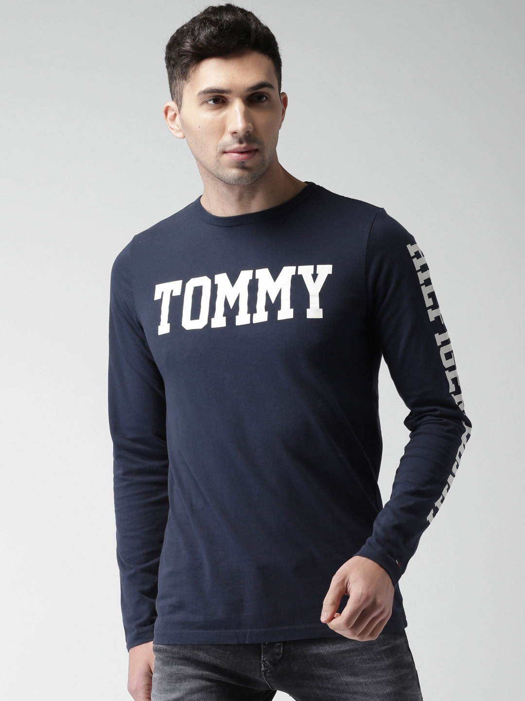 34cc2fba Buy Tommy Hilfiger Men Navy Blue Printed Round Neck T Shirt ...