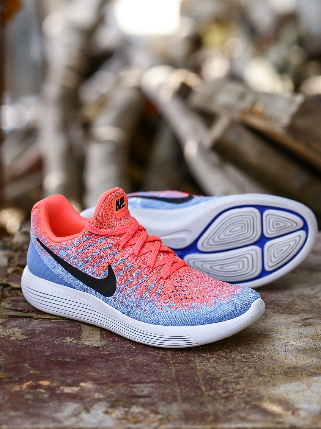 the latest d287f b17ee Nike Women Blue   Coral Pink LUNAREPIC LOW FLYKNIT 2 Running Shoes