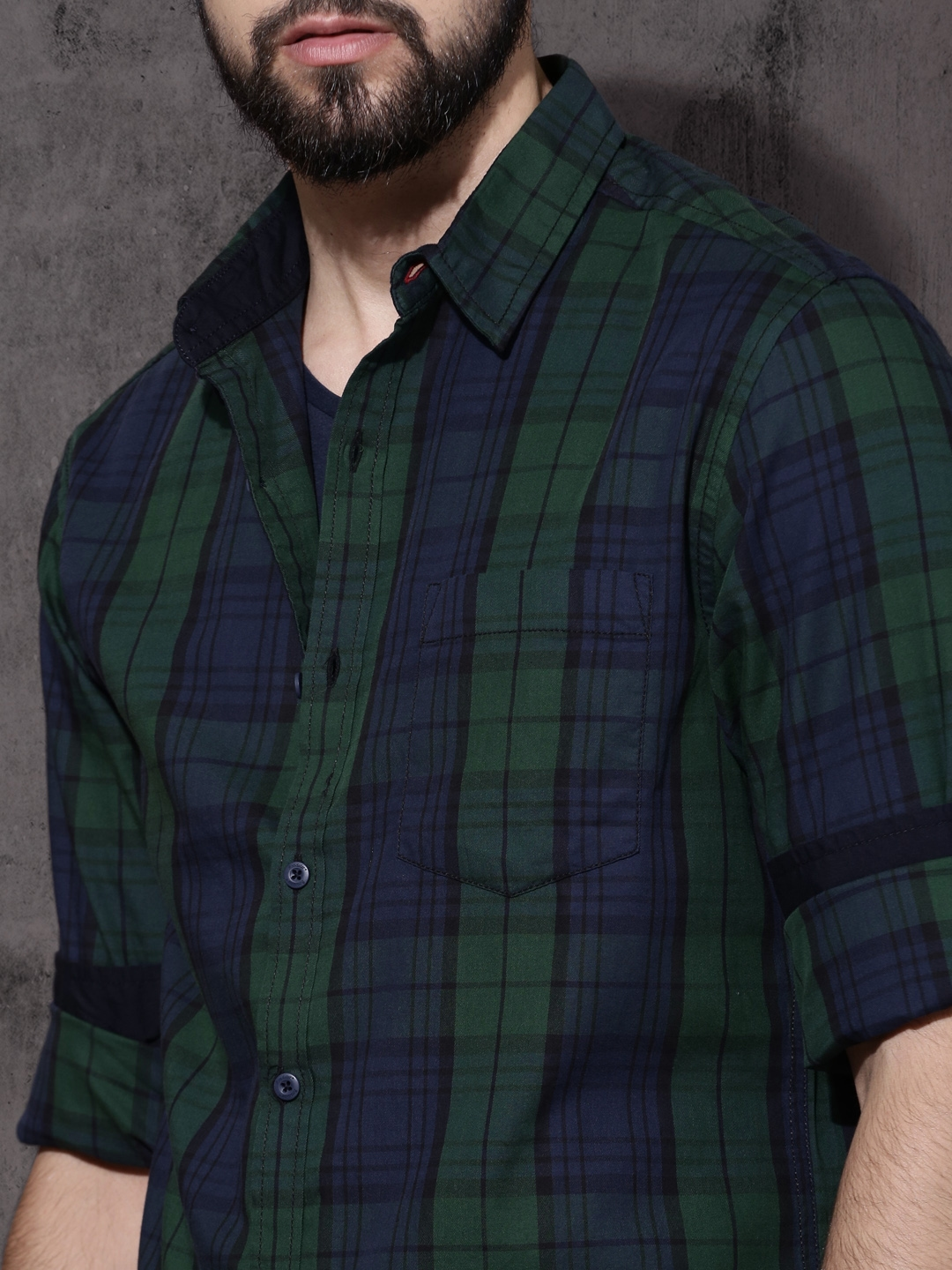 64e4be9c4c6 Buy Roadster Men Navy Blue   Green Regular Fit Checked Casual Shirt ...