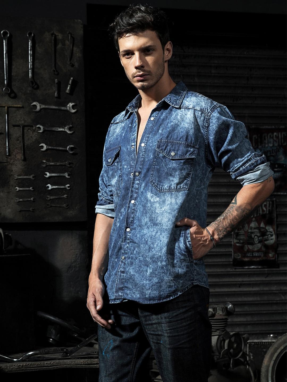 61074154e97 Buy Roadster Time Travlr Men Blue Washed Denim Shirt - Shirts for ...