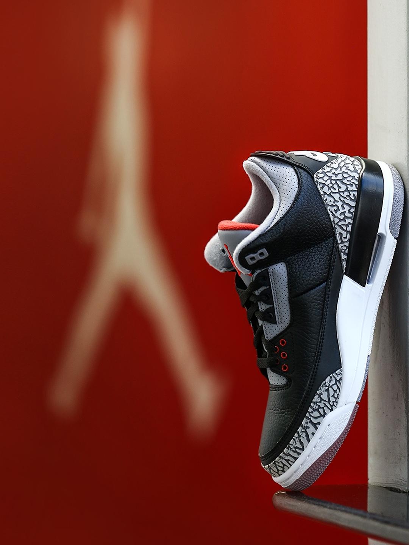 61777f258c2 Buy Nike Men Black & Grey AIR JORDAN 3 RETRO OG Basketball Shoes ...