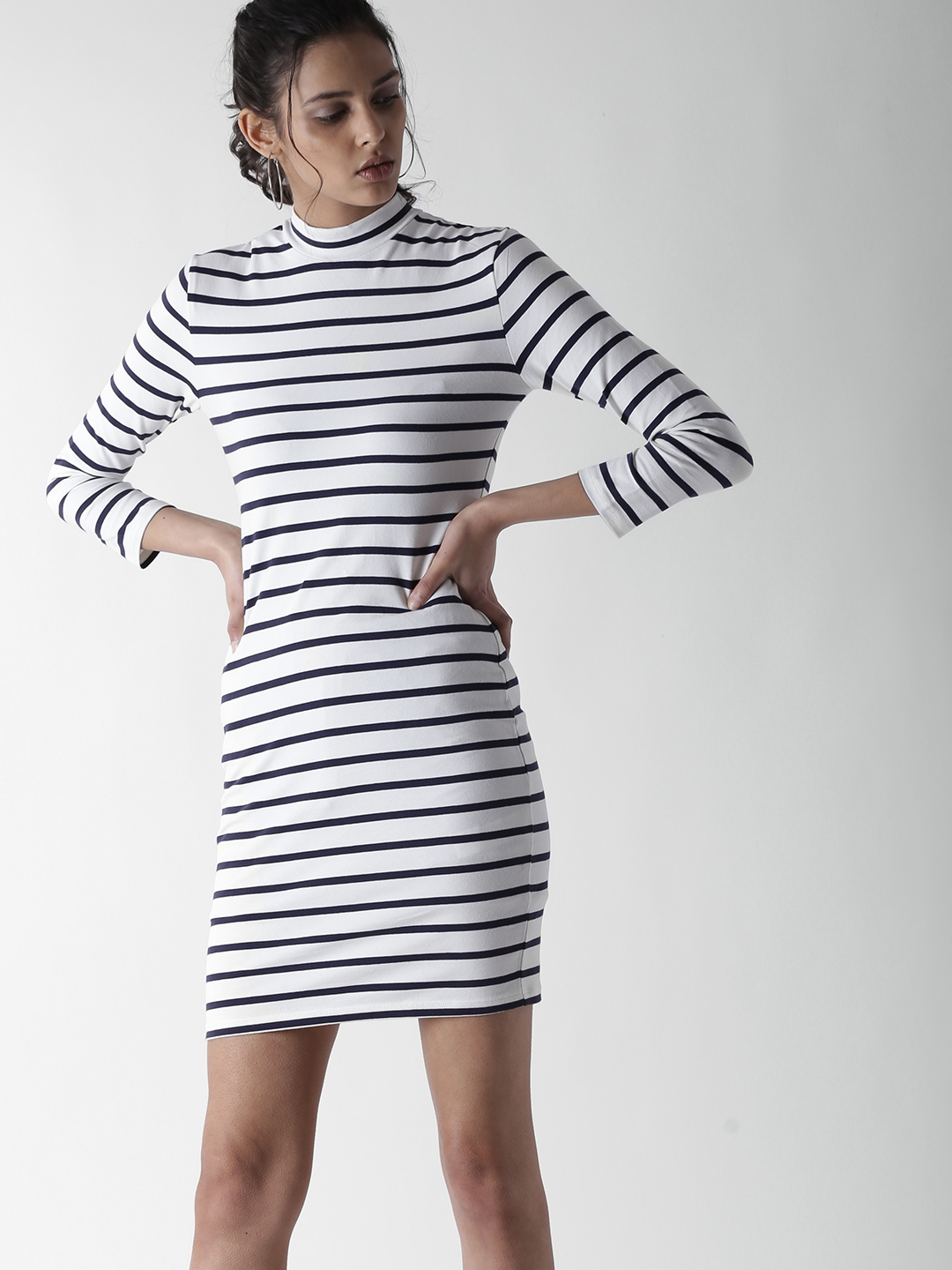 781a538cdb2 Buy FOREVER 21 Women White   Navy Blue Striped Bodycon Dress ...