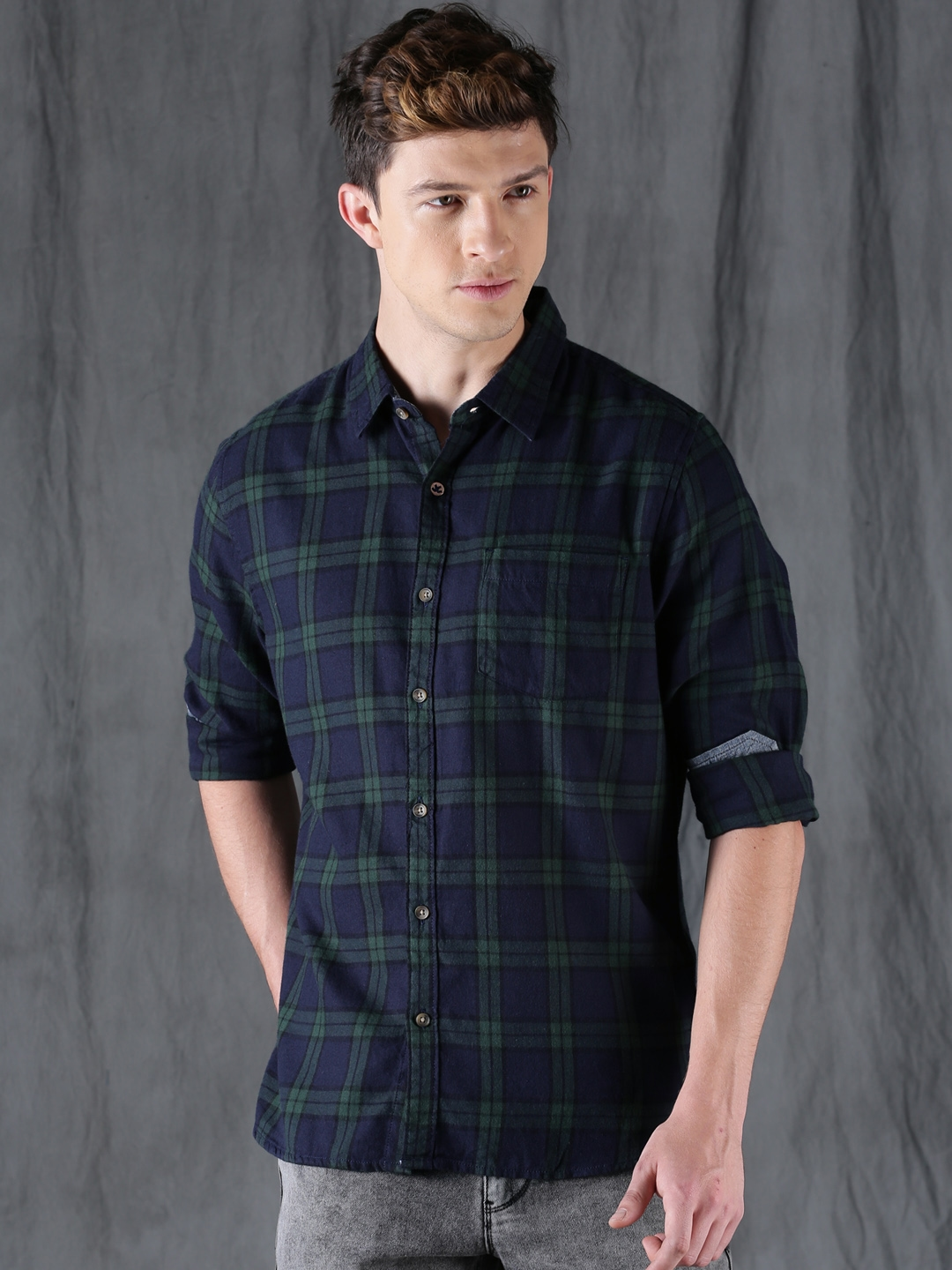 510958b01d8 Buy WROGN Men Navy Blue   Green Slim Fit Checked Casual Shirt ...