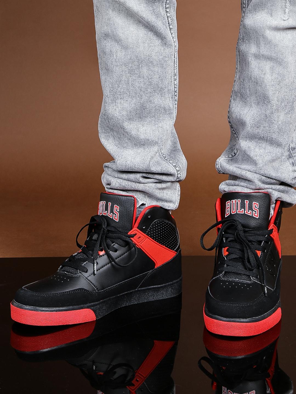 8ec6d6f3349 NBA Chicago Bulls Men Black & Red High-Top Colourblocked Sneakers