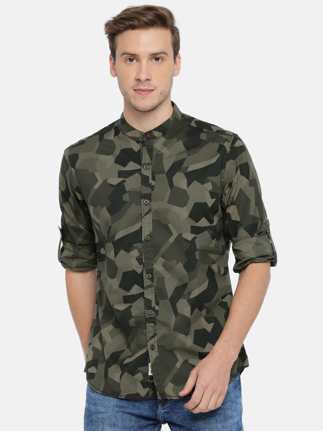 75575d814 Buy Roadster Men Olive Green Regular Fit Camouflage Print Casual ...