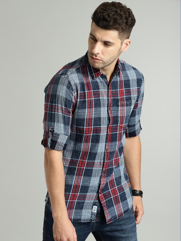 589fd698611 Buy Roadster Time Travlr Men Navy Blue   Red Regular Fit Checked Indigo  Washed Casual Shirt - Shirts for Men 2509251