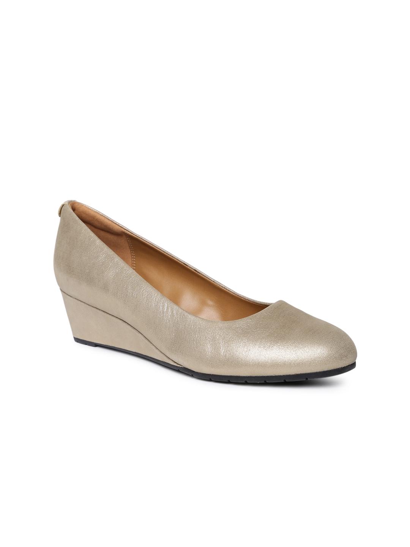 67fcffee95e Buy Clarks Women Gold Toned Vendra Bloom Lea Wedges - Heels for ...